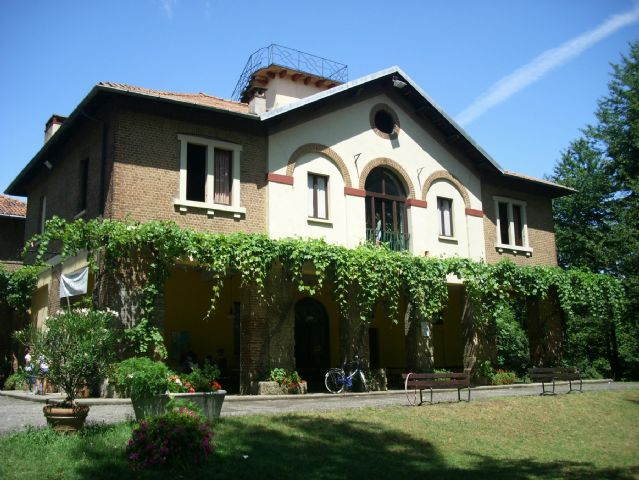 Bed and Breakfast Ostello Costa Alta Monza Parco Di Monza ...